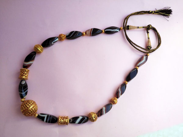 Ethnic necklace of agates and Tibetan beads.. Foto 4