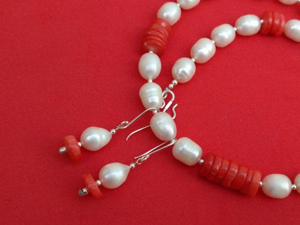 Conjunto de collar y pendientes de perlas y coral.. Foto 5