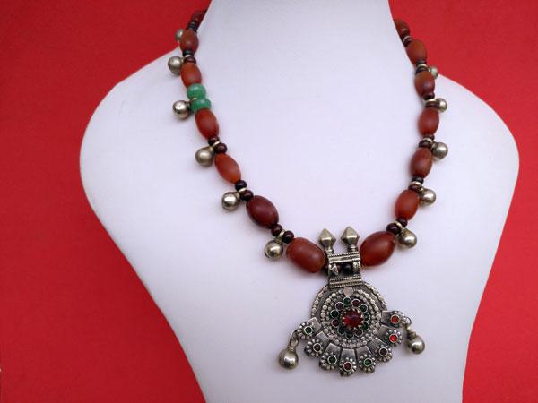 Collar etnico tradicional de agata cornalina.. Ref. TRL