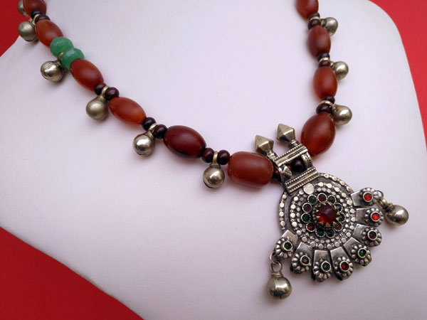 Carnelian agate traditional ethnic necklace.. Foto 2