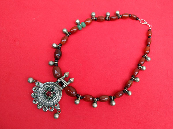 Carnelian agate traditional ethnic necklace.. Foto 3