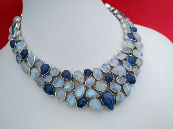 Sterling silver necklace with gems of Tanzanite and Moonstone.. Foto 1