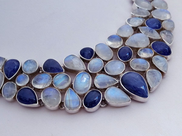 Sterling silver necklace with gems of Tanzanite and Moonstone.. Foto 3