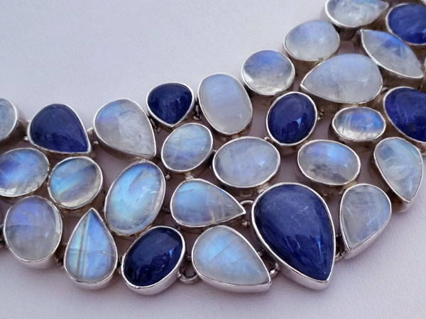 Sterling silver necklace with gems of Tanzanite and Moonstone.. Foto 4
