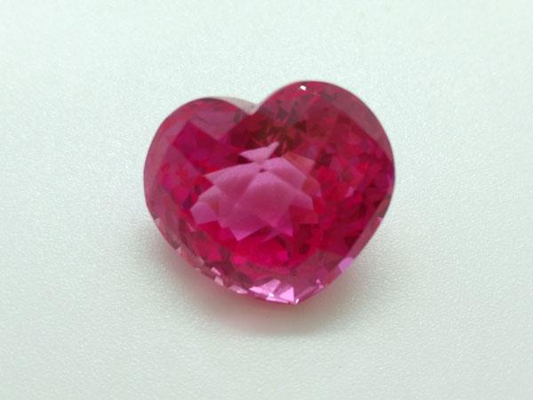 Topacio Rosa, talla corazon, procedente de Brasil.. Ref. TRS