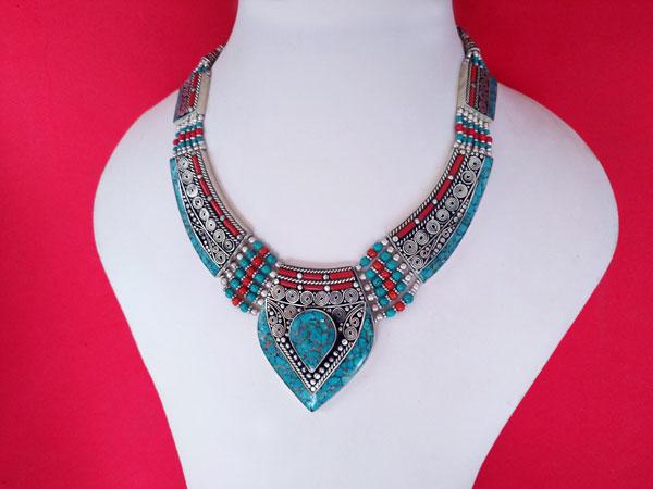 Collar etnico artesanal tibetano.. Ref. TRV