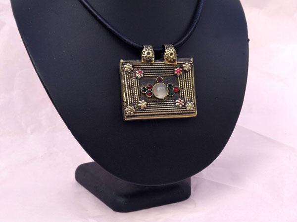 "Ancient ""tawis"" ethnic pendant. Foto 2"