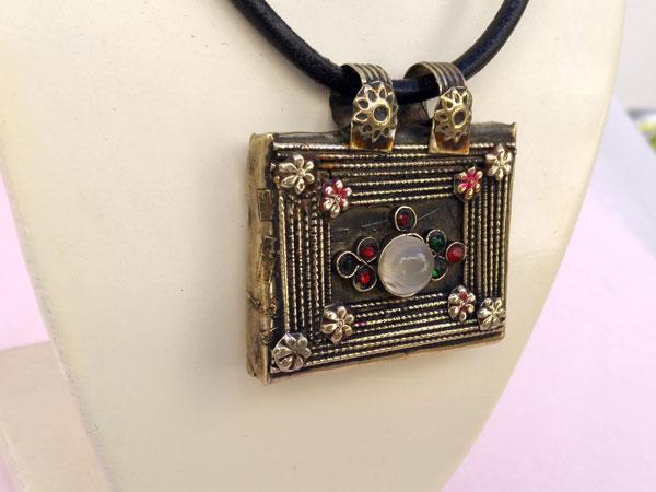 "Ancient ""tawis"" ethnic pendant. Foto 3"