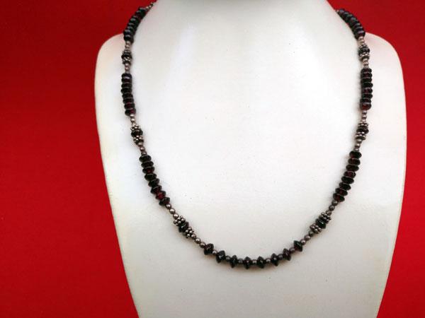 Conjunto de collar y pendientes de plata y Granates.. Ref. TWL