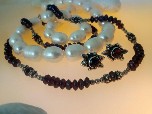 Conjunto de collar y pendientes de plata y Granates.. Foto 2