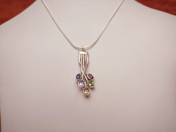 Sterling silver handmade pendant and five different gems.. Ref. TWT