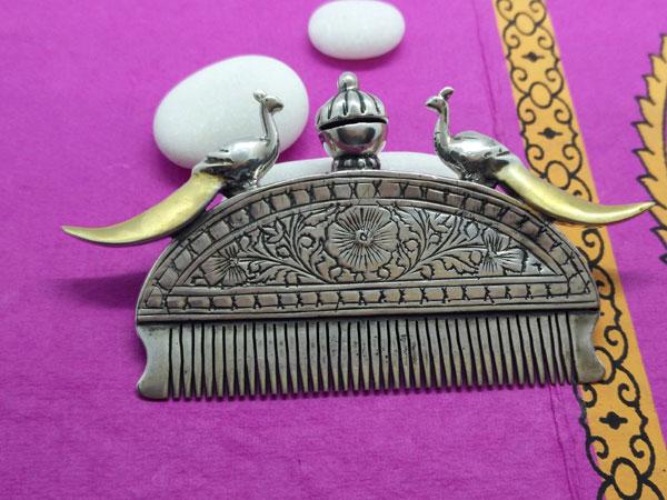 Antiguo peine etnico Rajhput de plata.. Foto 1