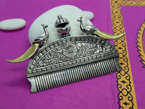 Old Rajhput ethnic comb of silver.. Foto 3