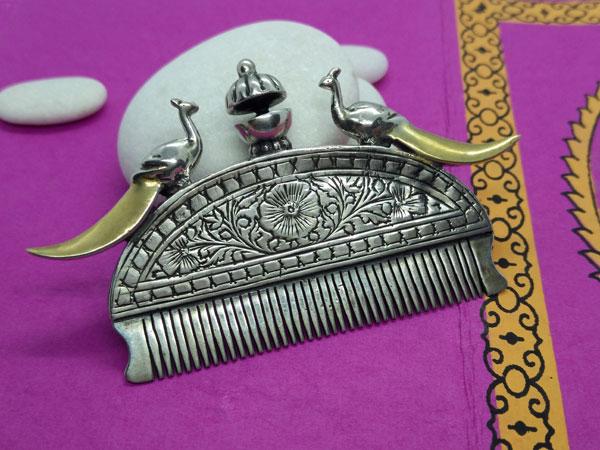 Antiguo peine etnico Rajhput de plata.. Foto 3