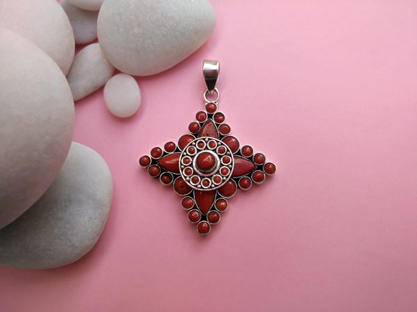 Coral and Sterling silver Tibetan pendant.. Foto 2