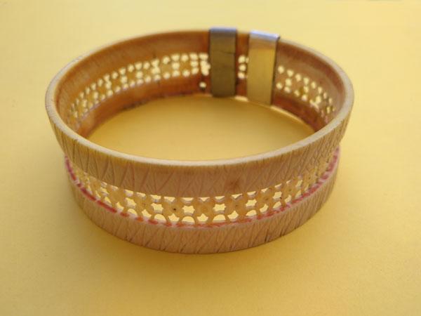 Antigua pulsera de marfil labrada artesanalmente.. Foto 3