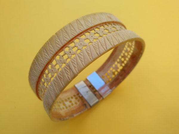 Antigua pulsera de marfil labrada artesanalmente.. Foto 4