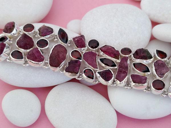 Pulsera etnica de plata y gemas de granate.. Foto 2