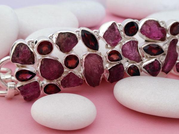 Ethnic bracelet in Sterling silver and garnet gems.. Foto 3
