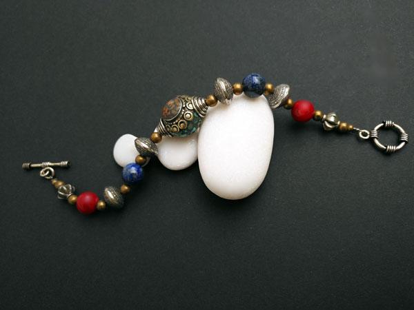 Tibetan traditional ethnic bracelet.. Foto 1