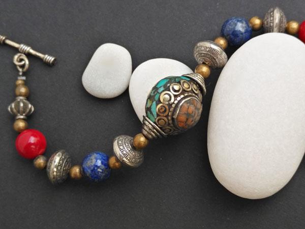 Tibetan traditional ethnic bracelet.. Foto 2
