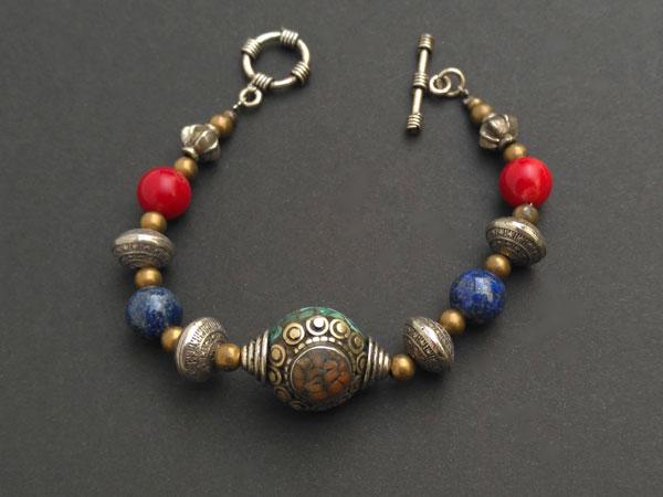 Tibetan traditional ethnic bracelet.. Foto 3