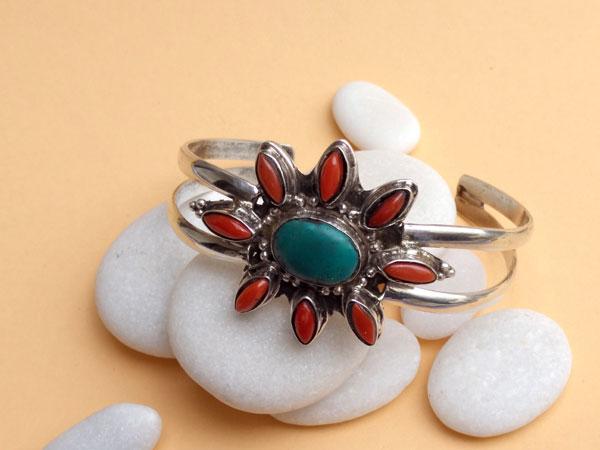 Tibetan ethnic sterling silver bracelet.. Foto 2
