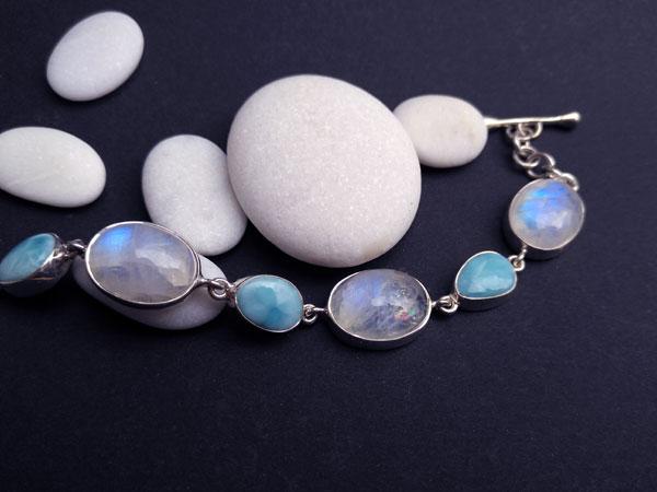 Pulsera de plata con gemas de Larimar y Piedra de luna.. Foto 2