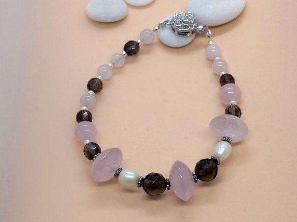 Pulsera de plata con cuarzo rosa, perlas y cuarzo ahumado.. Ref. TXO