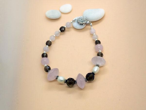 Pulsera de plata con cuarzo rosa, perlas y cuarzo ahumado.. Foto 2