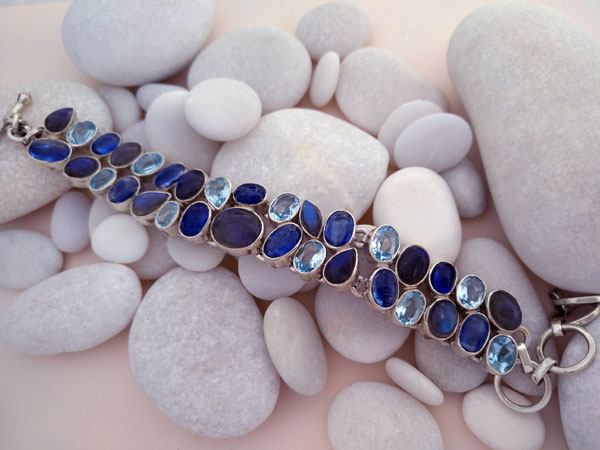Sterling silver bracelet with aquamarine, tanzanite and labradorite gems.. Ref. TXV