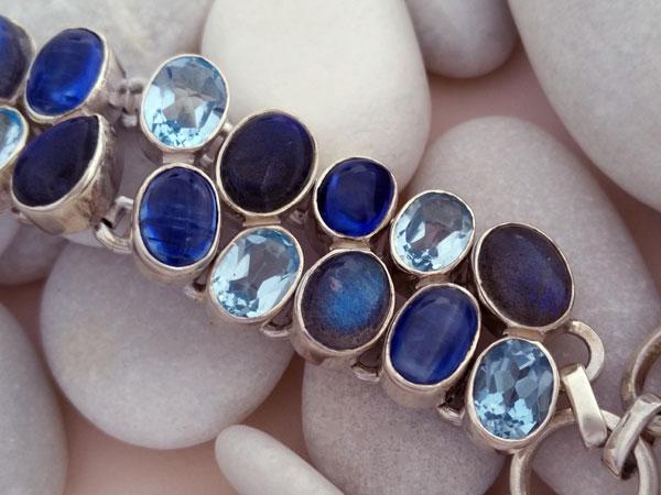 Sterling silver bracelet with aquamarine, tanzanite and labradorite gems.. Foto 3