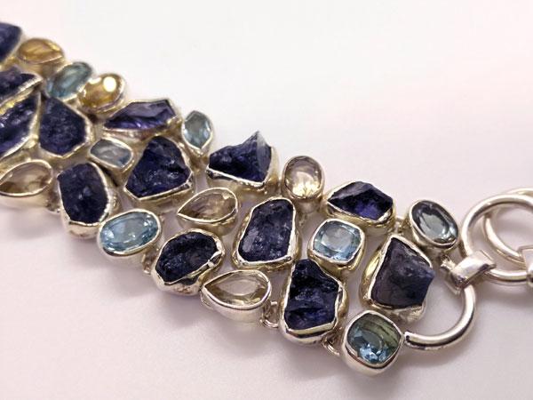 Silver bracelet with Tanzanite and Topaz gems.. Foto 3