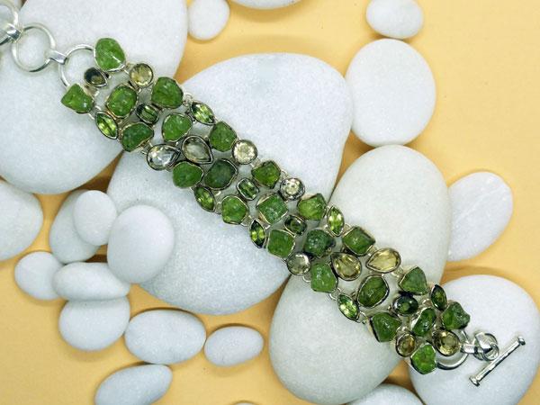 Pulsera de plata con gemas de apatito verde y topacios.. Ref. TXY