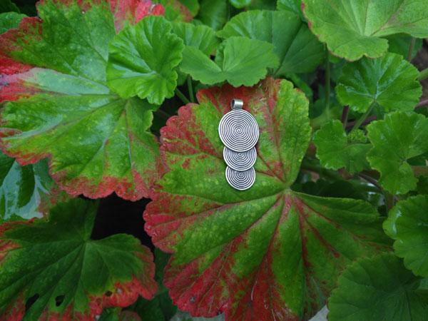 Handmade silver ethnic pendant.. Foto 1