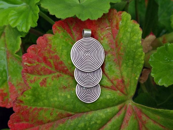 Handmade silver ethnic pendant.. Foto 2