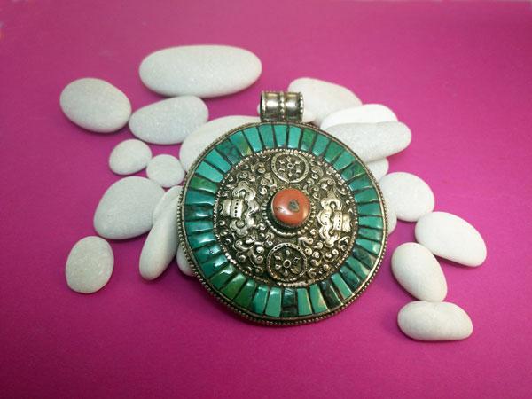 Tibetan traditional pendant.. Foto 1