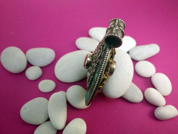 Tibetan traditional pendant.. Foto 2