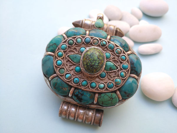 """""""Ga,u"""" Silver and Turquoises Ethnic traditional antique pendant from Tibet.. Foto 2"""