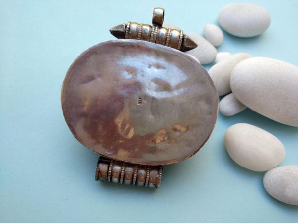 """""""Ga,u"""" Antiguo colgante etnico tradicional de plata y gemas de Turquesas. Tibet. Foto 3"""