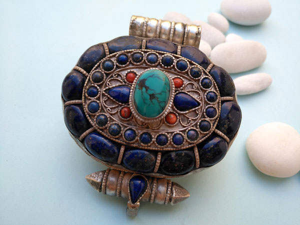 """Ga,u"" Silver and Lapislazuli Ethnic traditional antique pendant from Tibet.. Foto 1"
