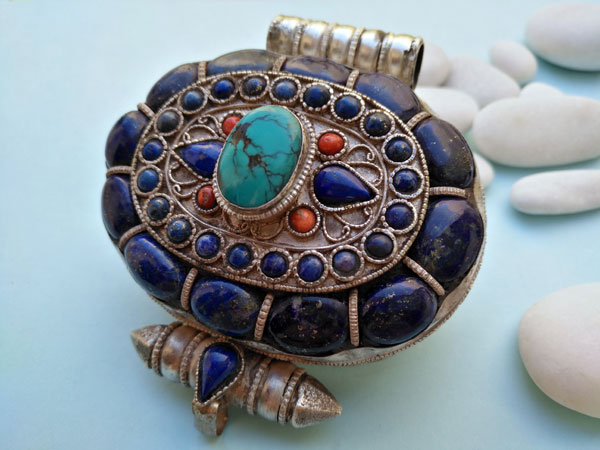 """Ga,u"" Silver and Lapislazuli Ethnic traditional antique pendant from Tibet.. Foto 2"