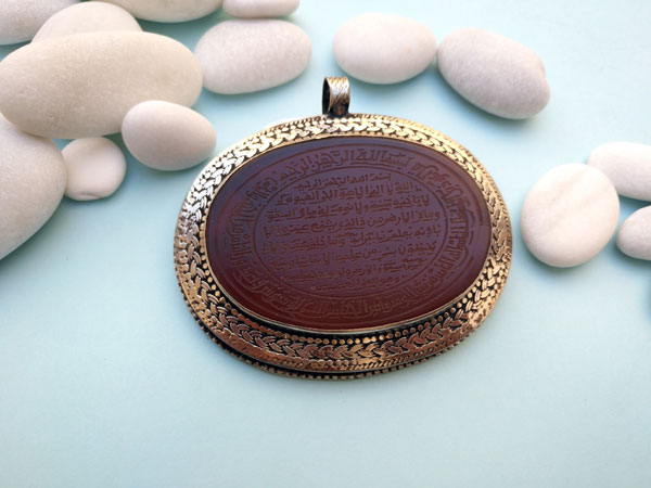 Antique handmade pendant carved on Carnelian agate.. Foto 1