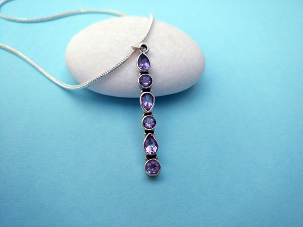 Beautiful and stylized ethnic pendant in sterling silver and Amethyst gems.. Ref. TYN