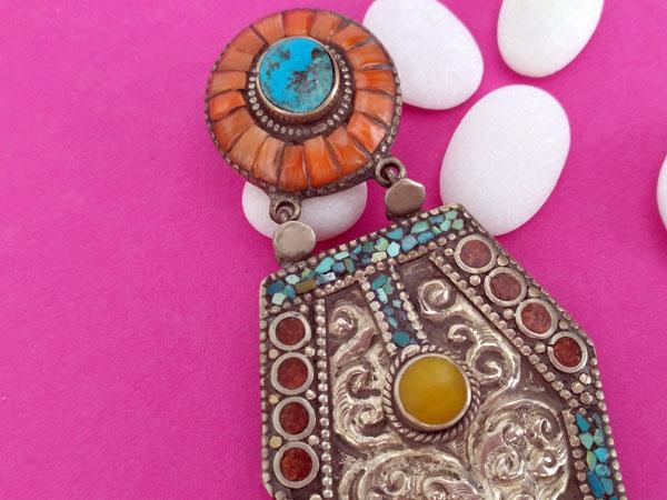 Old Tibetan ethnic pendant.. Foto 2