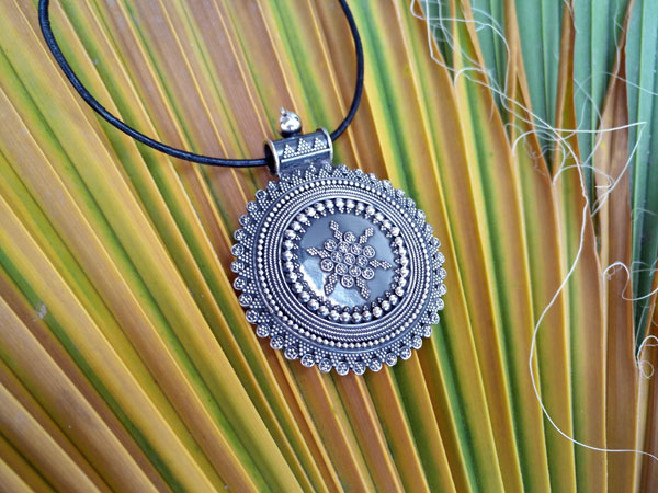 Ethnic Sterling silver pendant.. Foto 1