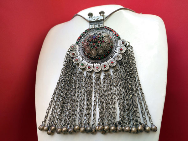 Ancient ethnic necklace of central Asia. Foto 1