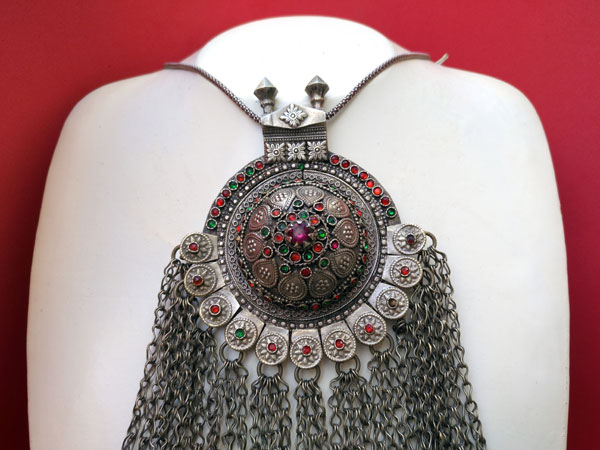 Ancient ethnic necklace of central Asia. Foto 2