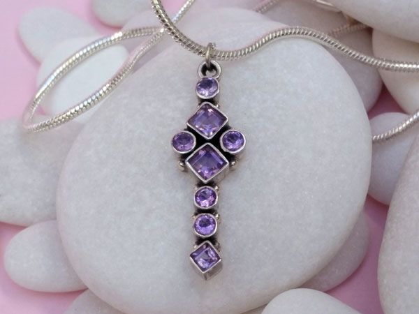 Ethnic Sterling silver and amethyst pendant.. Foto 2