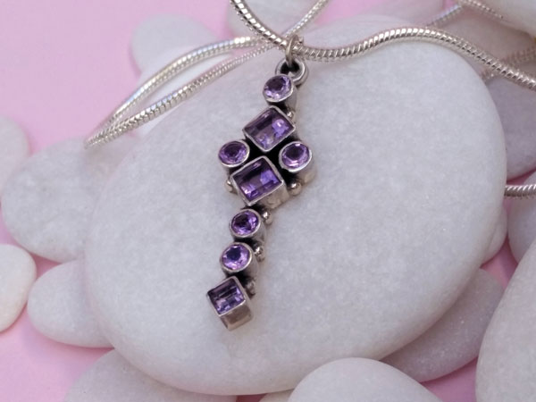 Ethnic Sterling silver and amethyst pendant.. Foto 3